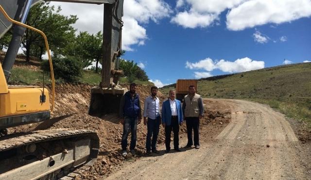 Belediye Başkanımız Mehmet BOYRAZ Kuluncak-Alacahan arasında yapılan yol çalışmalarını yerinde İnceledi.